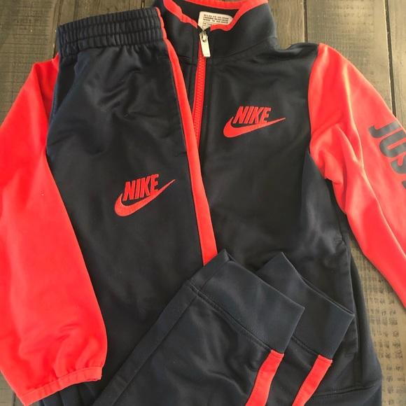 Nike boys 2 piece outfit. Size 7! Like new
